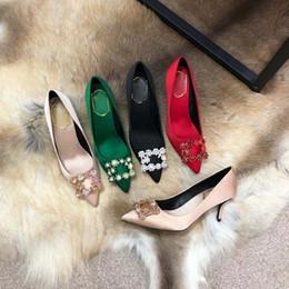 Estilos de sapato aquático on-line-Europa, o estilo de luxo dos Estados Unidos, sapatos femininos, sapatos da moda, passarela de Milão, sapatos de couro verdadeiro, fivela de fita, broca de água decorati