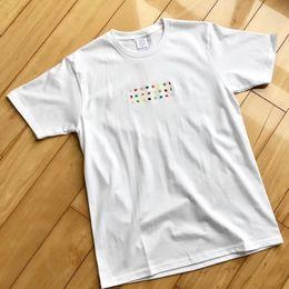 09FW DAMIEN HIRST BOX LOGO Candy Luxus T-Shirt Männer Damenmode Kurzen Ärmeln Sommer Atmungsaktiv T Straße Lässig Einfach T von Fabrikanten