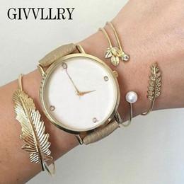 GIVVLLRY Böhmische Metall Blatt Stulpearmbänder Set Modeschmuck Elegante Strass Gold Farbe Geometrische Offene Armbänder für Frauen von Fabrikanten