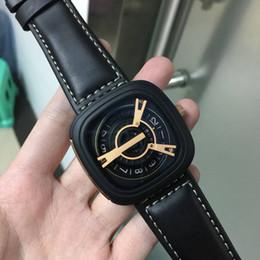 4a5c0afdc555b Famosa Marca Homens Relógios 2018 Top Selling Moda Relógio Masculino Relógio  de Quartzo Quadrado Preto Homens Pulseira De Couro Negócio Relógio de Pulso  ...
