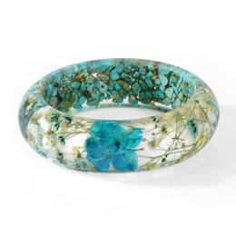 Pulsera de flor azul online-2018 Vintage Blue Dried Flower Resin pulsera brazalete hecho a mano brazalete de puño para mujer regalo creativo venta al por mayor