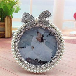Foto marco perla online-3 pulgadas Pearl Bowknot Photo Frame Girl Picture Holder Baby Shower Regalo de Cumpleaños Home Room Ornamento W7149