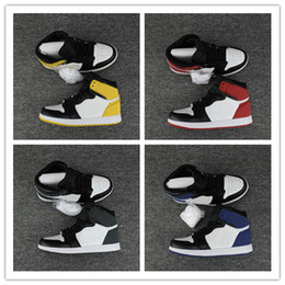 Wholesale pc mid - High OG 1 Track Red Blue Moon Yellow Ochre Clay Green Basketball Shoes Men 1s Six Championships 6 Rings Designer Sneakers Trainers Zapatos