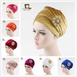 Femmes hijab de luxe velours turban enveloppement tête extra dames long tube de velours indien foulard foulard cravate avec la broche de bijoux ? partir de fabricateur