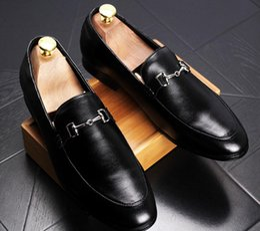 Pantalones de cuero hechos a mano hombres online-Ship With Box !!! Mocasines casuales de los nuevos hombres de la manera Zapatos de vestir antideslizantes de cuero genuino Zapatilla de fumadores hechos a mano Zapatos de boda de los pisos de los hombres