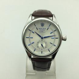 b8be495aa4c0 Alta calidad hombres de moda AAA pequeña marca de tres agujas reloj de cuero  de cuarzo casual simple analógico relojes masculinos venta caliente regalo  ...