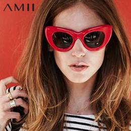 Gafas de sol rojas de gran tamaño online-AMII 2018 Red Cat Eye Vintage Gafas de sol Mujeres Top Fashion White Oversized Sexy cat eye Gafas de sol para mujer Lentes negras