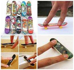 Wholesale party favors sports - Mini Finger Skateboard Fingerboard TOY Kid finger sport Scooter Skate Party Favors Educational Kids Playtoy DDA190