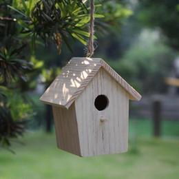 piccola decorazione della casa Sconti 2 pz / lotto .Piccola vernice non finita in legno Bird House, gabbia per uccelli, decorazione del giardino, prodotti di primavera, ornamento per la casa .6x6x9 cm