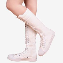 Chinelos de joelho branco planos on-line-Plataforma plana na altura do joelho alta mulheres botas plus size zipper lace up lona botas femininas de alta top preto branco sexy slim sapatos para mulheres
