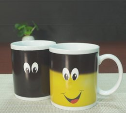 Wholesale Temperature Changing Coffee Mugs - New Arrive Smile Temperature Sensing Color Changing Mug Magical Chameleon Coffee Mug Milk Tea Cup Novelty Gifts 330ml