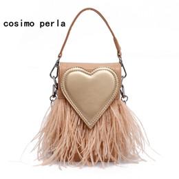 Bolsa de couro de penas on-line-INS Hot Pequeno Tote Bag Pena Borla Coração Flap Bolsa De Luxo Designer De Couro Bonito Saco Crossbody para bolsas e bolsas das mulheres