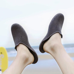 2bb8b74e42f Wholesale designer sandals Special SALES blue black Brown mens Beach Summer  Slippers Flip Flops Couple slippers outdoor beach flip flops