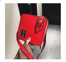 Bolso de diseñador negro amarillo online-Más nuevos bolsos de las mujeres de moda de lujo de diseño bolsos de hombro bolsos femeninos ocasionales de las mujeres bolsa de mensajero mini paquete de viaje negro rojo amarillo