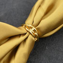 Frauen Pig Nose H Schal Buckle Ornament Schal Schals Buckle Holder von Fabrikanten