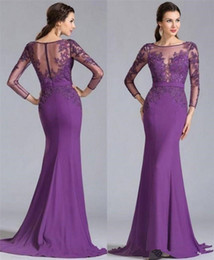 Abiti violacei increspati online-2018 Purple Mother Off the Bride Dresses Vintage Lace Long Sleeves Ruched Elegant Mother Formal Plus Size Prom Party Gowns
