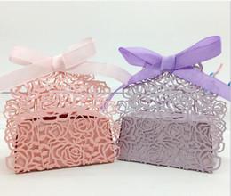 caixas redondas redondas redondas Desconto Suprimentos de casamento Oco Flor Rosa Caixas de Bombons Decoração Do Partido Favor Boxes Fita Presentes Titular Sacos De Chocolate
