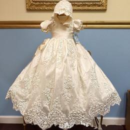 1765be37b Nuevo Hecho a mano 2018 Niño Bautizo Bebé Bautizo Vestido de Encaje Primera  Comunión Marfil Color Blanco Vestido Capo Venta Caliente