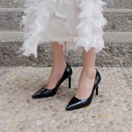 2019 женская кожаная форма Осень черный белый современный указал лакированной кожи на высоких каблуках Обувь 9 см женщин официальное платье насосы каблуки дешево женская кожаная форма