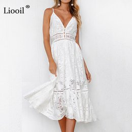 sexy gefaltetes kleid midi Rabatt Lioil White Lace Plissee Frauen Kleider  2018 V Neck Spaghetti Strap cd0c76d8a9