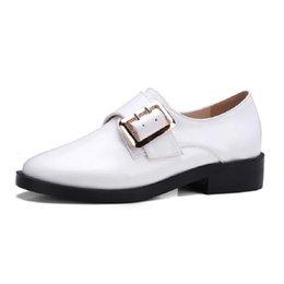 ganchos de metal plano Desconto Branco Mulheres Negras Flat Agradável Fivela De Metal Gancho Plataforma Loopers Sapatos Mulher Deslizamento Em Voga Flats Mulheres Sapatos Brogue