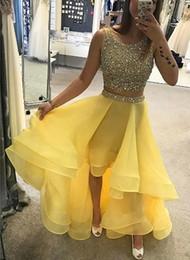 Vestido de vestido alto e alto amarelo on-line-Luxuoso Two Piece Alta Baixo Amarelo Vestidos de Baile Frisado Cristal Homecoming Vestido de Organza À Noite Vestidos de Festa 2018 Vestidos de Formatura Personalizado