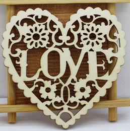 abbellimenti artigianali in legno Sconti LOVE hearts shape wooden crafts with holes Decorazione di nozze Laser Cut Legno Casamento Heart Embellishment Wooden Shape Craft WT070