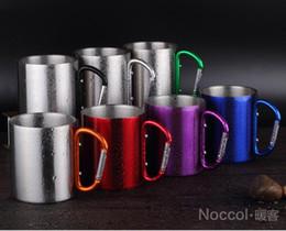 caneca do copo do carabiner Desconto Atacado-220 ml de aço inoxidável ao ar livre caneca de café viagem Camping Cup Carabiner gancho de alumínio parede dupla equipamento de acampamento