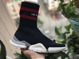 Wholesale cotton crew socks women - VETEMENTS SS CREW UNISES Sock Trainer Dropping RUNNING Shoes CN3307 Trainer Casual Shoe Man Woman Socks Stretch Knit Outdoors Casual Boots