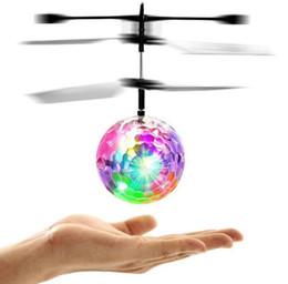 2019 juguete de molino de viento flash Operación fácil Vehículo volando RC Flying Ball Infrarrojo Sense Induction Mini avión destellando Control remoto UFO Toys for Kids
