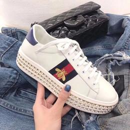 Canada New Ace sneaker avec des cristaux chaussures de designer femme cuir véritable luxe chaussures femme avec broderie abeille aimée blanc perle taille 35-41 supplier embroidery pearls Offre