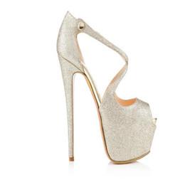 2020 zapatos de charol al aire libre de las mujeres Mujeres del verano Sandalias de cuña de charol Cross-tied Sexy Peep Toe Sandalias de plataforma Zapatos de tacón alto al aire libre Diseñador de lujo Gladiador zapatos de charol al aire libre de las mujeres baratos