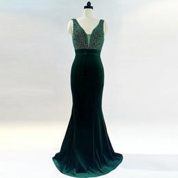 Vestido de noche de diamante verde online-2018 vestidos de noche verde esmeralda con cuello en v con vestidos de noche árabes de diamantes de cristal Largo Dubai Evening Dresse Made China
