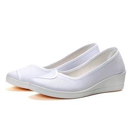 zapatos de deslizamiento de enfermería Rebajas Nueva llegada Zapatos de enfermera Otoño Damas Pisos Zapatos de mujer Plataforma plana Moda Damas Slip-on Pisos Blanco Size34-41