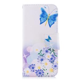 Casi di telefonini mosca online-Blue Butterfly Fly in Flower Custodia per telefono Custodia in pelle PU con supporto per scheda Slot 165 Modelli per opzione