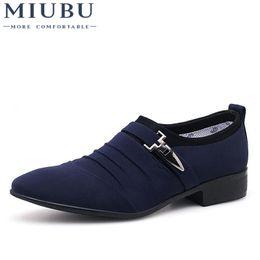 2019 новый стиль офис повседневная обувь MIUBU Plus Size 38-48 Men Dress Shoes Classic Business Office Oxford Shoes For Men 2018 New Casual British Style Man Flats дешево новый стиль офис повседневная обувь