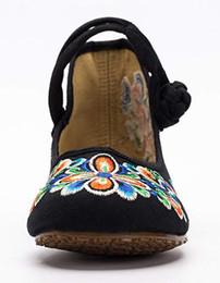 Vestido de mulher velha on-line-Bordado chinês das mulheres casuais Mary Jane sapatos de passeio de viagem das mulheres de Pequim antigo padrão Floral Flats Dancing Dress Shoes
