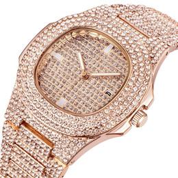 Marca de relojes de cuarzo de superficie online-XINEW marca Diamond Insertar superficie masculina WISH aleación de moda cinturón de cuarzo reloj de pulsera A911