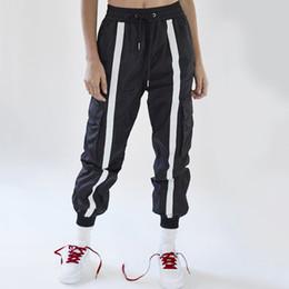 714b0e3ddb7 ... rayé devant 2018 Pantalon de survêtement femme hip hop Pantalon sarouel  noir et blanc Fashion Joggers Pantalon pantalon de jogging blanc pas cher