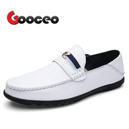 2020 uomini scarpe in pelle di guida bianche Mocassini da uomo Flats Driving Shoes Slip-On Spring Leather For Men Flat Comodo Casual Light White Dress Formal Mens uomini scarpe in pelle di guida bianche economici