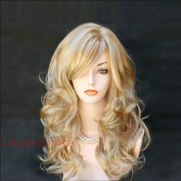2019 perruques naturelles au cuir chevelu La perruque est beau naturel cuir chevelu tissé réaliste et moelleux cheveux mi-longs perruques d'or grande vague en gros et de détail perruques naturelles au cuir chevelu pas cher