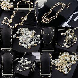 Moda Carta De Metal Colar de Diamantes de Luxo Cadeias Pérolas Colares de Alta Qualidade Da Marca Carta de Design Pérola Colares de Jóias Com Caixa de
