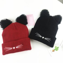 Mujeres gato oreja de punto de felpa bordada gorra sombreros de punto de  acrílico cálido invierno Beanie Crochet Fur Caps ea64b5208d4