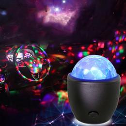 contexto de rideau vidéo Promotion 3W USB Contrôle Du Son Cristal Boule Magique Disco Lampe Portable Mini DJ Party Bar Étape LED Lumière Coloré activation de la voix Humeur Lampes