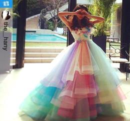 Colorful Rainbow Ombre Junior Quinceanera Drsses 2018 con gradas de tul Vestido de fiesta formal Fiesta de baile Vestidos Dulces dieciséis vestidos de noche desde fabricantes