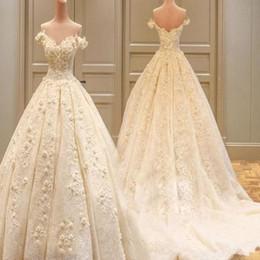 Vestido de noiva elegante princesa noiva on-line-Novo 2018 princesa vestidos de noiva bege branco apliques 3d flores sem encosto elegante vestidos de noiva plus size