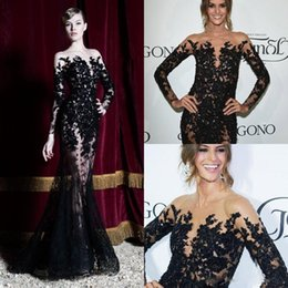2020 merletto rosso zuhair murad sirena 2018 Robes de Soiree Zuhair Murad abiti da sera a sirena Nero Appliques Illusion Corpetto Pizzo maniche lunghe Prom Party Red Carpet Dress merletto rosso zuhair murad sirena economici