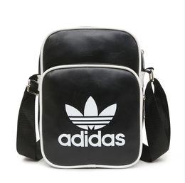 Singoli uomini a spalla online-Borse a tracolla di marca designer con letteristripes stampate 3 modelli di borse a tracolla singola per uomo Luxury Cross-Body bag unisex