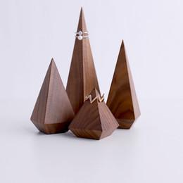 Atacado exibição brinco de madeira stands novo design para loja de jóias display stand venda quente na marca de Fornecedores de expositores de design