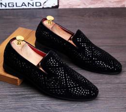 2019 pisos de punta de diamante Nuevo SquDandelion Spikes zapatos de cuero planos Rhinestone moda para hombre mocasines zapatos de vestir Slip On Casual zapatos de punta de diamante, tamaño 38-45nx4 pisos de punta de diamante baratos
